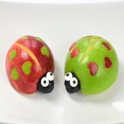 DIY Apple love-bugs ( ladybugs ) - Valentine's day food id