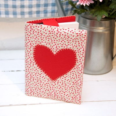 DIY Appliqué heart notebook cover (  free sewing pattern & tutorial )