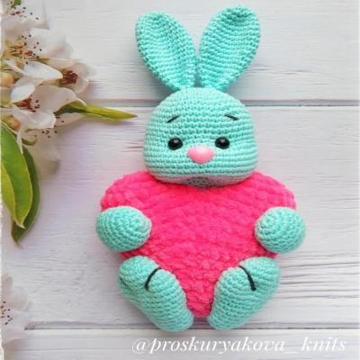 Amigurumi bunny with heart (free amigurumi pattern)