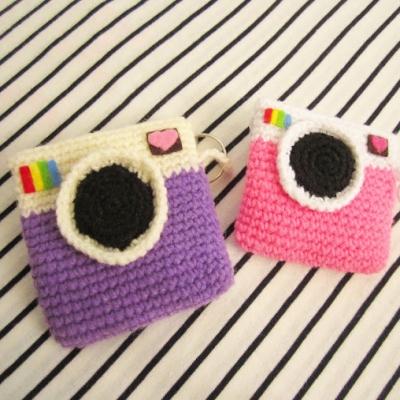 Instagram camera coin purse (free crochet pattern)