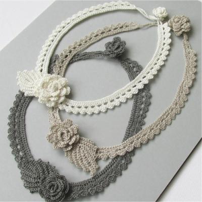Crochet flower necklace (free crochet pattern)