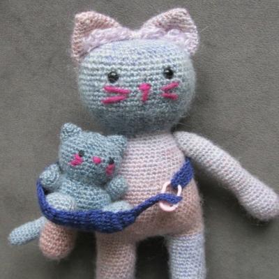 Amigurumi cat mother and her kittens (free amigurumi pattern)