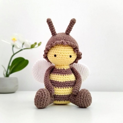 Amigurumi honey bee (free amigurumi pattern)