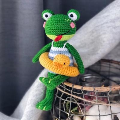 Swimming amigurumi frog  (free amigurumi pattern)