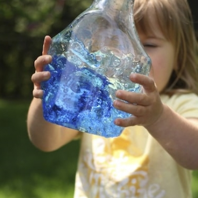 Ocean in a bottle - fun & quick summer craft for kids