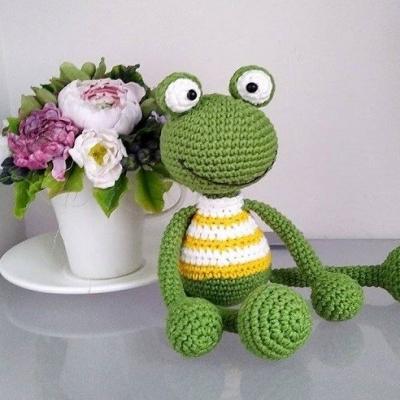 Adorable amigurumi frog (free amigurumi pattern)