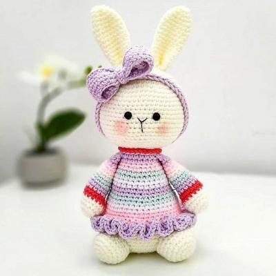 Lovely amigurumi bunny with bow (free amigurumi pattern)