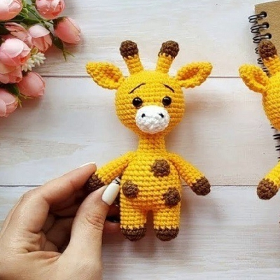 Little amigurumi giraffe (free pattern + video tutorial)