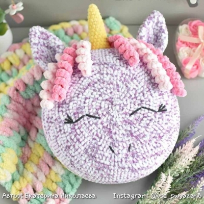 Crochet unicorn pillow (amigurumi pillow) - free amigurumi pattern