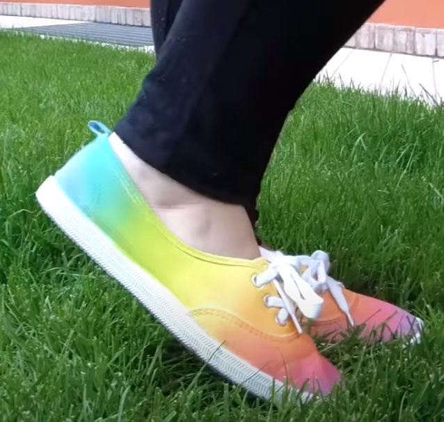 DIY Rainbow shoes - fabric painting with the easy method (no dip tie-dye)