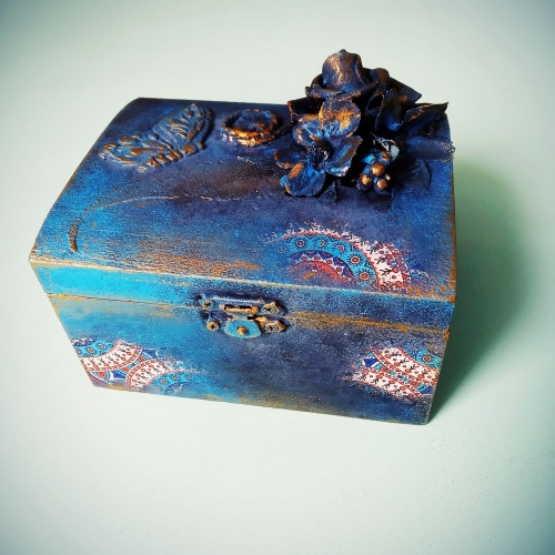 DIY Mixed media jewelry box