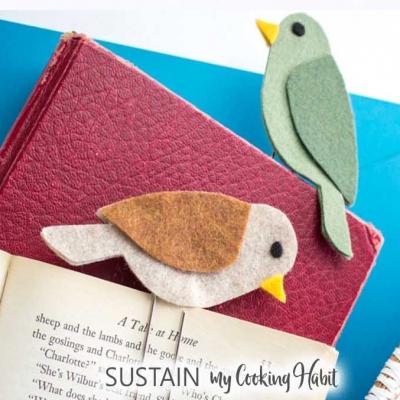 DIY Felt bird bookmarks - fun felt craft for kids