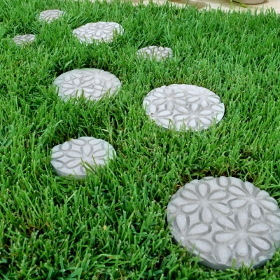 DIY Embossed stepping stones - garden decor