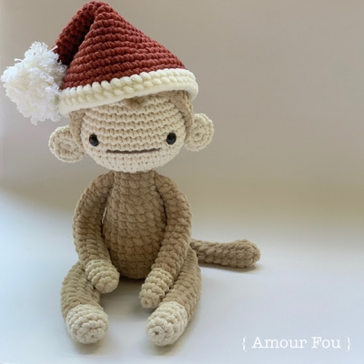 Fausto the amigurumi Christmas monkey (free amigurumi pattern)