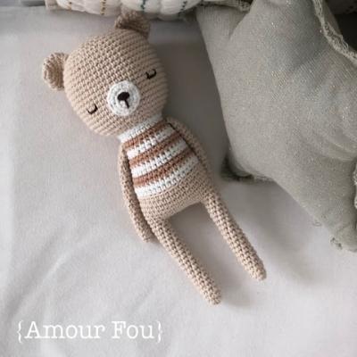 Oliver the sleeping amigurumi bear (free amigurumi pattern)