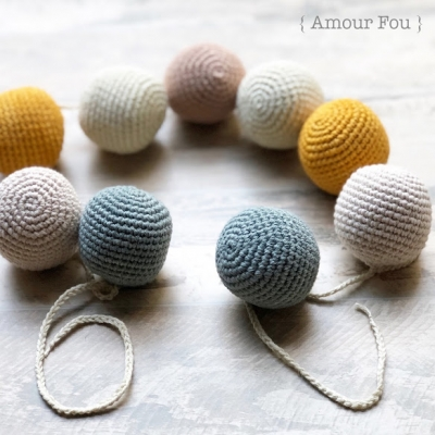 Amigurumi ball garland (free amigurumi pattern)