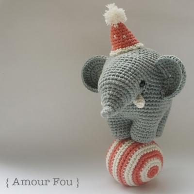 Gustav, the balancing amigurumi circus elephant (free pattern)