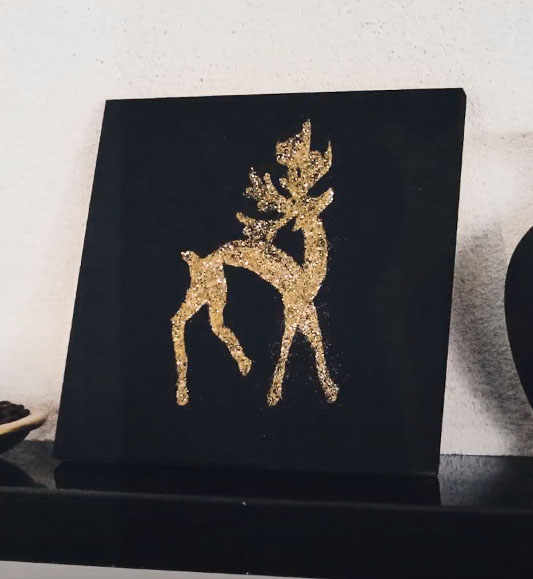 DIY Christmas gift idea - golden glitter reindeer wall art.