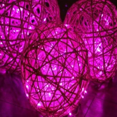 DIY Large glowing yarn orbs - holiday decoration