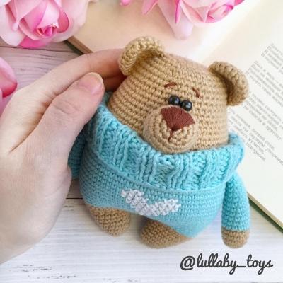 Amigurumi bear in sweater (free amigurumi pattern)