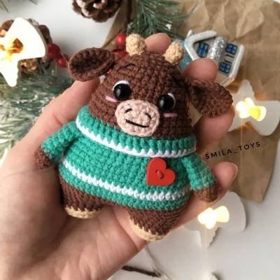 Amigurumi bull in Christmas sweater (free amigurumi pattern)