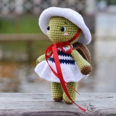 Nika the amigurumi turtle (free crochet pattern)