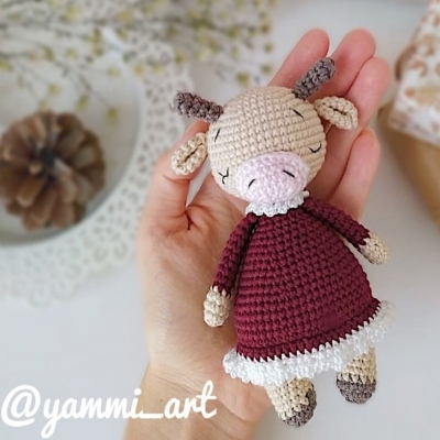 Zoya the amigurumi cow (free amigurumi pattern)