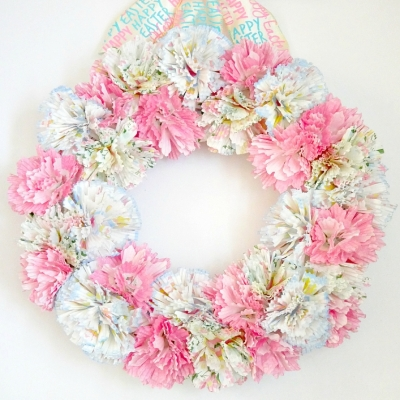 Easy DIY spring cupcake liner flower wreath