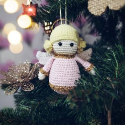 Little amigurumi angel Christmas tree ornament (free crochet pattern)