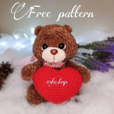 Amigurumi bear with a heart - crocheted gift (free crochet pattern)