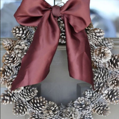 DIY Fast and free pinecone wreath