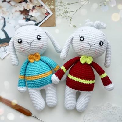 Crochet bunny in sweater (free amigurumi pattern)