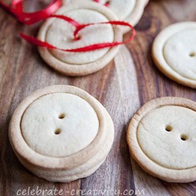 DIY Button shaped sugar cookies - Christmas gift idea