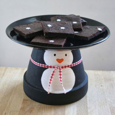 Flower pot penguin cake stand