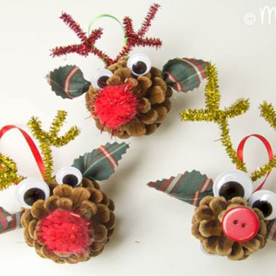 Rudolph the pinecone reindeer - fun pinecone craft for kids