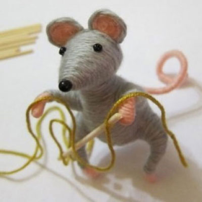 Wine cork mouse with yarn