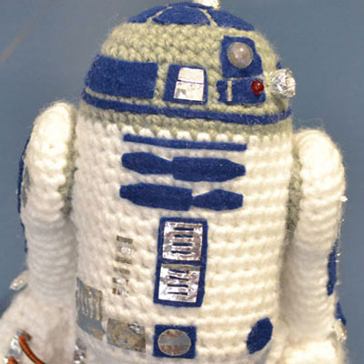 Mini crocheted (amigurumi) R2D2 - Star Wars