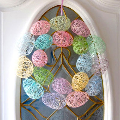 Easter egg wreath from yarn