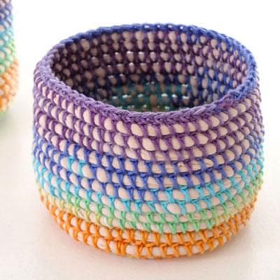 Easy DIY rainbow basket with t-shirt yarn