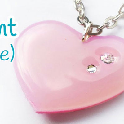 DIY heart shape pendant with hot glue gun