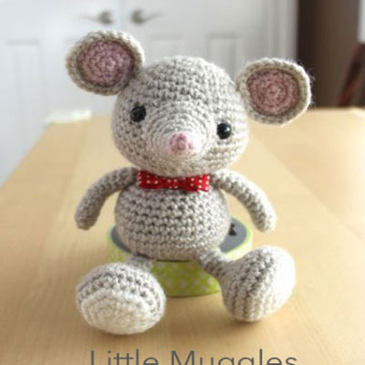 Crocheted ( amigurumi ) baby mouse