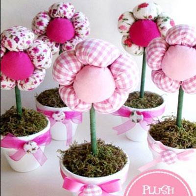 DIY spring centerpiece - plush flowers with pots